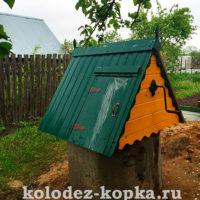 Монтаж колодезного домика