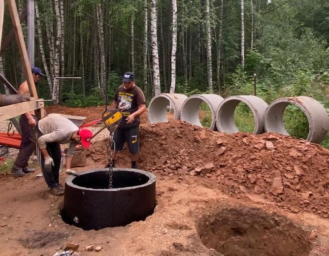 Сергиево-Посадский район. Процесс установки бетонных колец для септика.